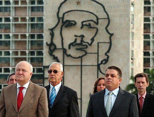 En medio de un juicio a un espia cubano a favor de España.. D36df2dd615bdce556087c999b9896f6_extras_albumes_0