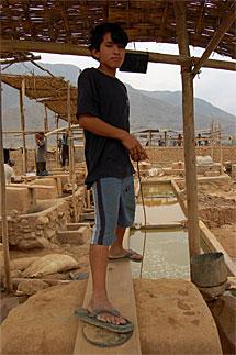 Erick trabaja 12 oras en el quimbalete. | B.J,