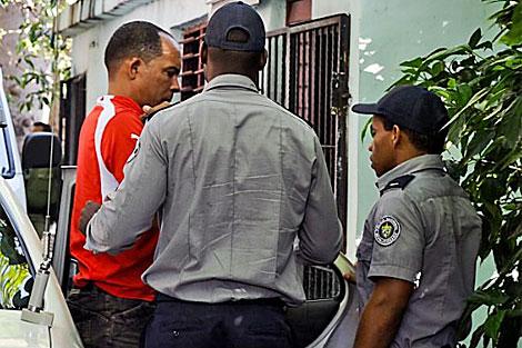 El doctor Ferrer llega la edificio del tribunal. | AFP