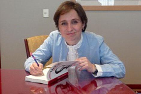 Aristegui firma su libro sobre el caso Marciel.