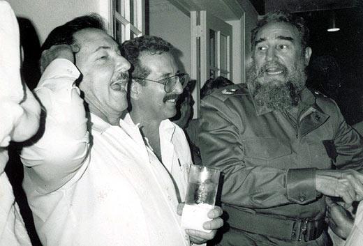 Raúl Castro, Norberto Fuentes y Fidel Castro, en mejores tiempos. | Archivo