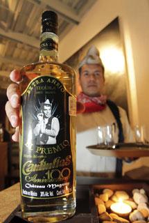 Botella con la imagen de Cantinflas.