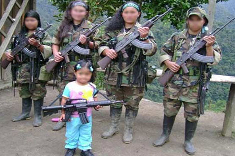 Un grupo de mujeres pertenecientes a la columna Jacobo Arenas.