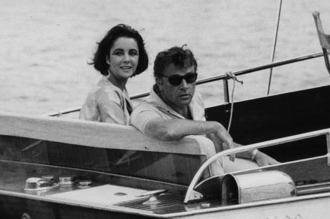 Richard Burton y Elizabeth Taylor navegando en Italia. I AP