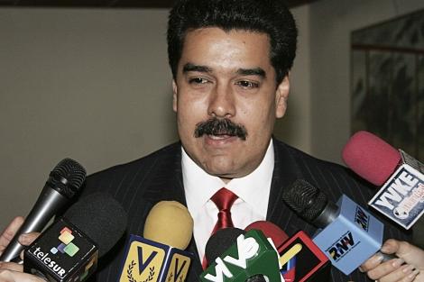El canciller Nicolás Maduro habla con medios de Venezuela. | Efe