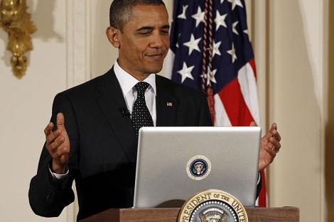 El presidente Obama durante el encuentro en Twitter, en la Casa Blanca. | Reuters
