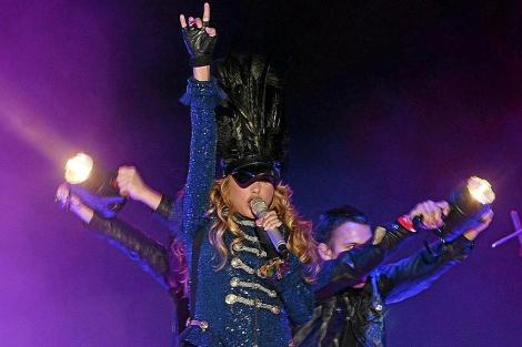 La cantante mexicana Paulina Rubio durante un concierto. | J. M. LOSTAU