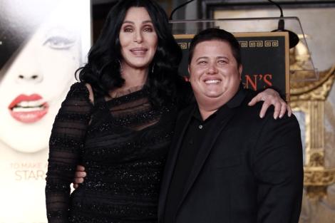 Cher con su hijo Chaz. I AP