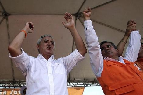 El general Pérez Molina en un mitín de campaña. | Reuters