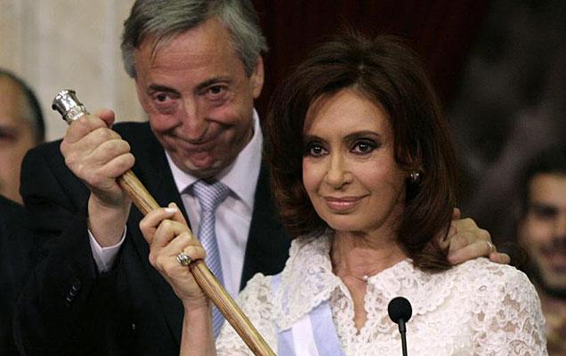 Néstor Kirchner junto a Cristina Fernández cuando ella tomó el mando del Gobierno en 2007. | Reuters