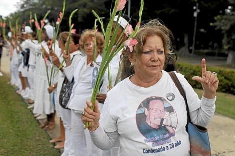 Pollán, en primer término, en una de las marchas de las Damas de Blanco