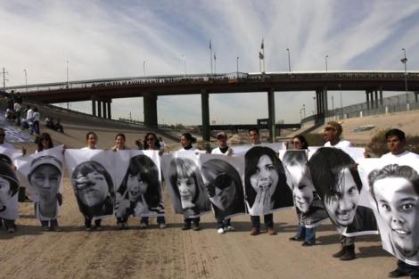 Algunas de las fotografías expuestas en Ciudad Juárez. | Efe