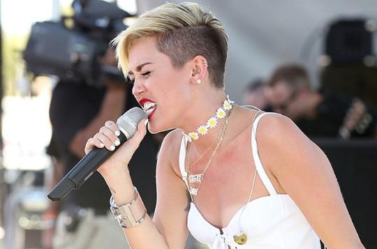 Miley Cyrus se Deprime y Quiere Estar Sola