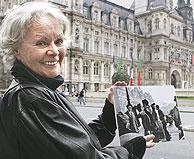 Francoise Bornet, en la actualidad, muestra la fotografía. (Foto: AP)