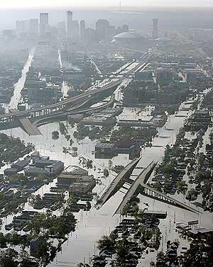 Nueva Orleans, anegada tras el paso de 'Katrina'. (Foto: REUTERS)