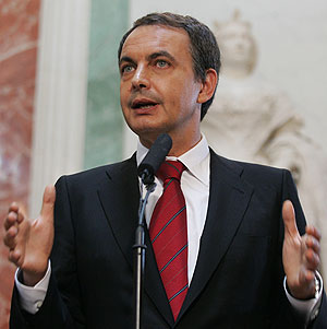 El presidente del Gobierno, Jos Luis Rodrguez Zapatero, durante el anuncio oficial. (Foto: EFE)
