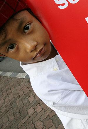 Un pequeño indonesio, en Yakarta. (Foto: AFP)