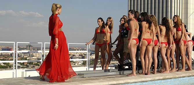 , junto a las participantes de 'Supermodelo 2007'. (Foto: Cuatro