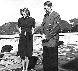 El dictador alemán junto con su compañera Eva Braun. (Foto: EL MUNDO)