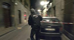 Un policía acordona la zona. (EFE)