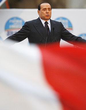 Berlusconi, durante un acto electoral. (Foto: AP)