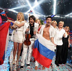 Dima Bilan, el representante ruso, celebra su victoria. (Foto: AFP)