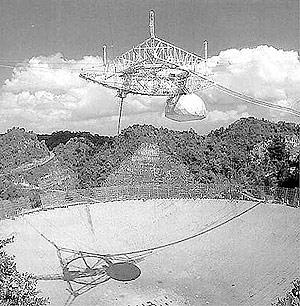 Imagen de radiotelescopio de Arecibo para recibir mensajes extraterrestres, en Puerto Rico. (Foto: El Mundo)
