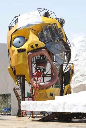 Detalle del escenario del Iceberg, en la Expo de Zaragoza, cerca del río Ebro. (Foto: EFE)