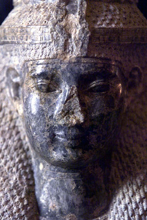 Escultura de la cabeza de Meryet que representa a la reina Nefertiti. (Foto: REUTERS)