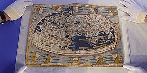 Uno de los mapas robados. (Foto: EFE)