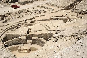 Patio circular hallado en la zona arqueológica de Sechín Bajo. (Foto: EFE)