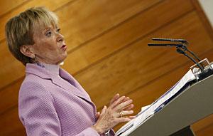 La vicepresidenta, durante la rueda de prensa ofrecida en Moncloa. (Foto: EFE)