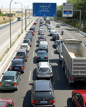 Un atasco en la salida de Madrid hacia Levante. (Foto: Paco Toledo)