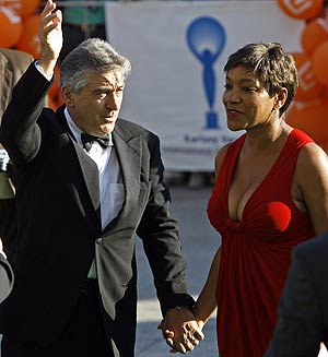 De Niro con su esposa, Grace Hightower. (Foto: REUTERS)