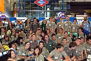 Los jóvenes viajaron en metro a la estación de Metro de Barajas, antes de partir a Senegal. (Com. de Madrid)