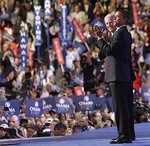 Biden y Obama se dirigen a los asistentes a la Convención Demócrata. (Foto: AP)