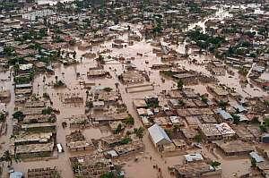 Fotografía aérea de hoy, 4 de septiembre de 2008, en la que se observa la destrucción causada en Gonaives. (Foto: EFE)