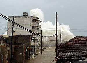 Olas formadas por el huracán 'Ike' en la provincia de Baracoa, Guantánamo. (Foto: EFE)