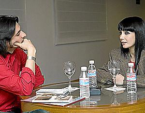 Antonio Lucas y Tamara Rojo en un momento de la entrevista. (Foto: Antonio Heredia)