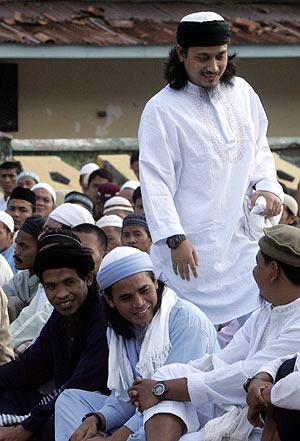 Los tres autores de la masacre de Bali, durante su juicio. (Foto: AFP)