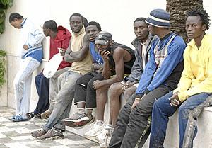Inmigrantes que lograron entrar en Melilla el pasado lunes. (Foto: Ángela Ríos)