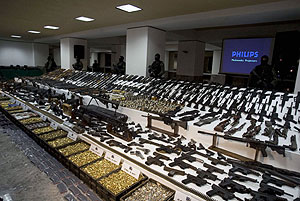 Imagen del arsenal hallado. (Foto: AFP)