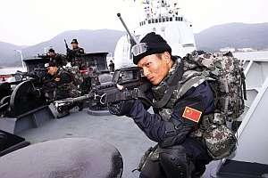 Algunos de los integrantes del grupo antipiratería chino. (Foto: AP)