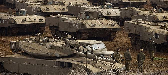 Una imagen de los tanques israelíes cerca de la frontera de Israel con Gaza. (Foto: AP) Más fotos