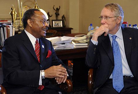 Burris, en una reunión con Reid en el Senado la semana pasada. (Foto: AP)