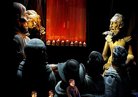 Una escena de la ópera 'El Retablo de Maese Pedro', de Manuel de Falla. (Foto: EFE)