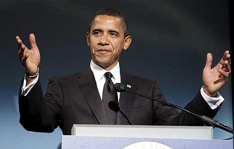 Obama, durante la cena del lunes con McCain. (Foto: EFE)
