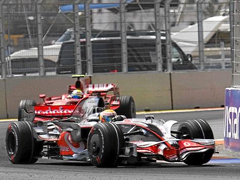 El monoplaza de McLaren en el circuito urbano de Valencia | Vicent Bosch