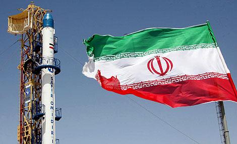El cohete Safir, preparado para lanzar el satélite. | AFP