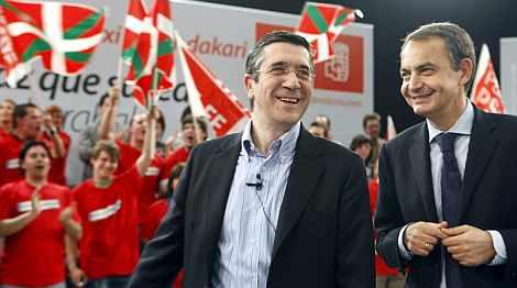 El candidato socialista, junto al presidente del Gobierno. | Efe